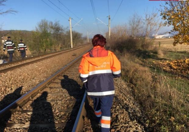 O fată de 12 ani a fost mutilată de tren