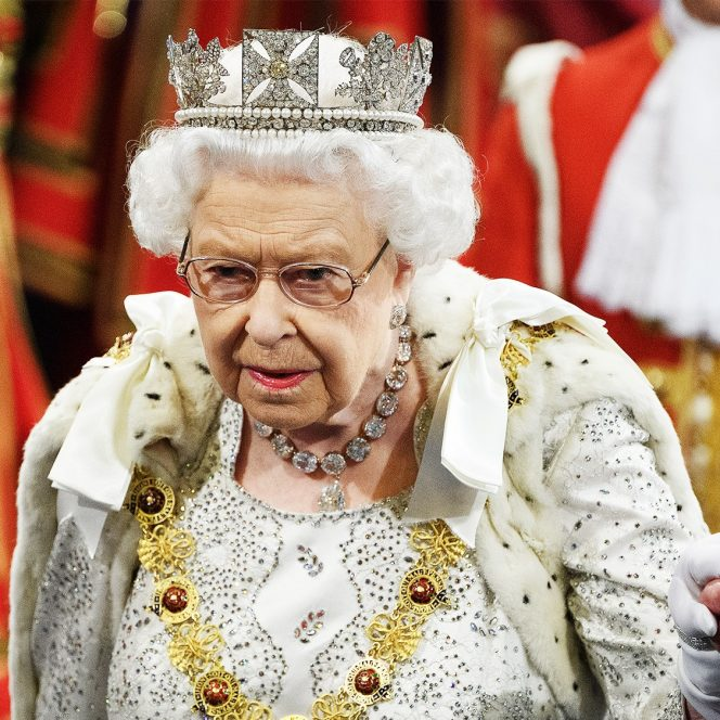Regina Elisabeta a II-a a Marii Britanii nu a purtat coroana în Parlament