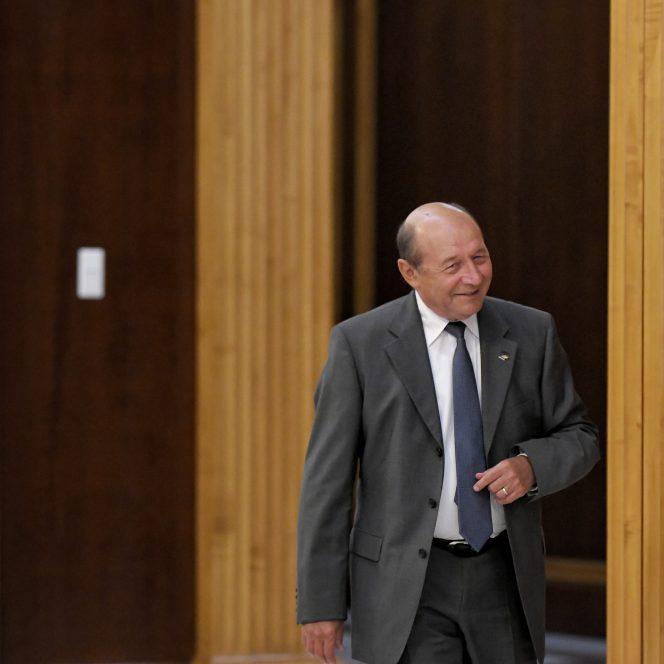 Traian Băsescu a dat de înțeles că PMP s-ar putea să nu voteze moțiunea de cenzură