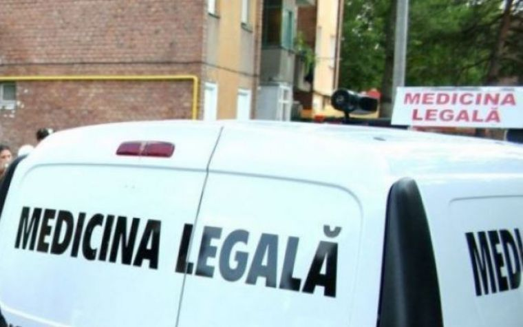 Trupul neînsuflețit a fost dus la serviciul de medicină legală. Sursa foto: wowbiz.ro