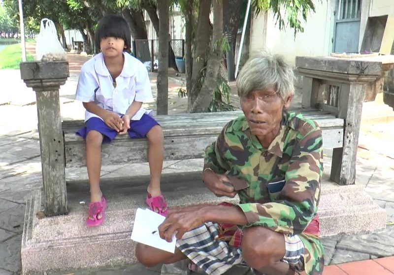 Acest bprbat în vârstă de 72 de ani s-a trezit plin de bani la doar 3 zile după ce rămpsese falit. Sursa foto: rol.ro