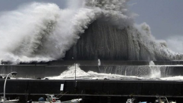 Un super taifun lovește Japonia! Taifun