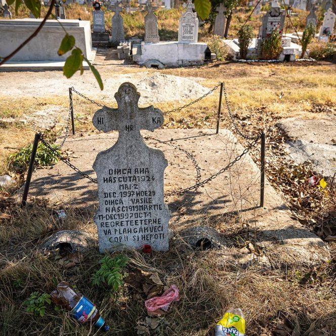 Mormântul părinților lui Gheorghe Dincă. Sursa foto: libertatea.ro