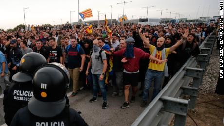 Violențe în centrul Barcelonei! Proteste