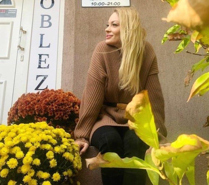 Valentina Pelinel a mers la o clinică de înfrumusețare din Capitală. Sursa foto: Instagram