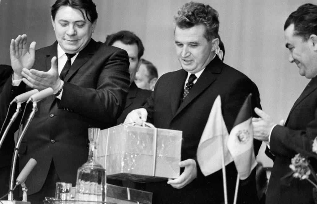 Nicolae Ceauşescu, în timpul unei întâlniri. Sursa foto: Hepta