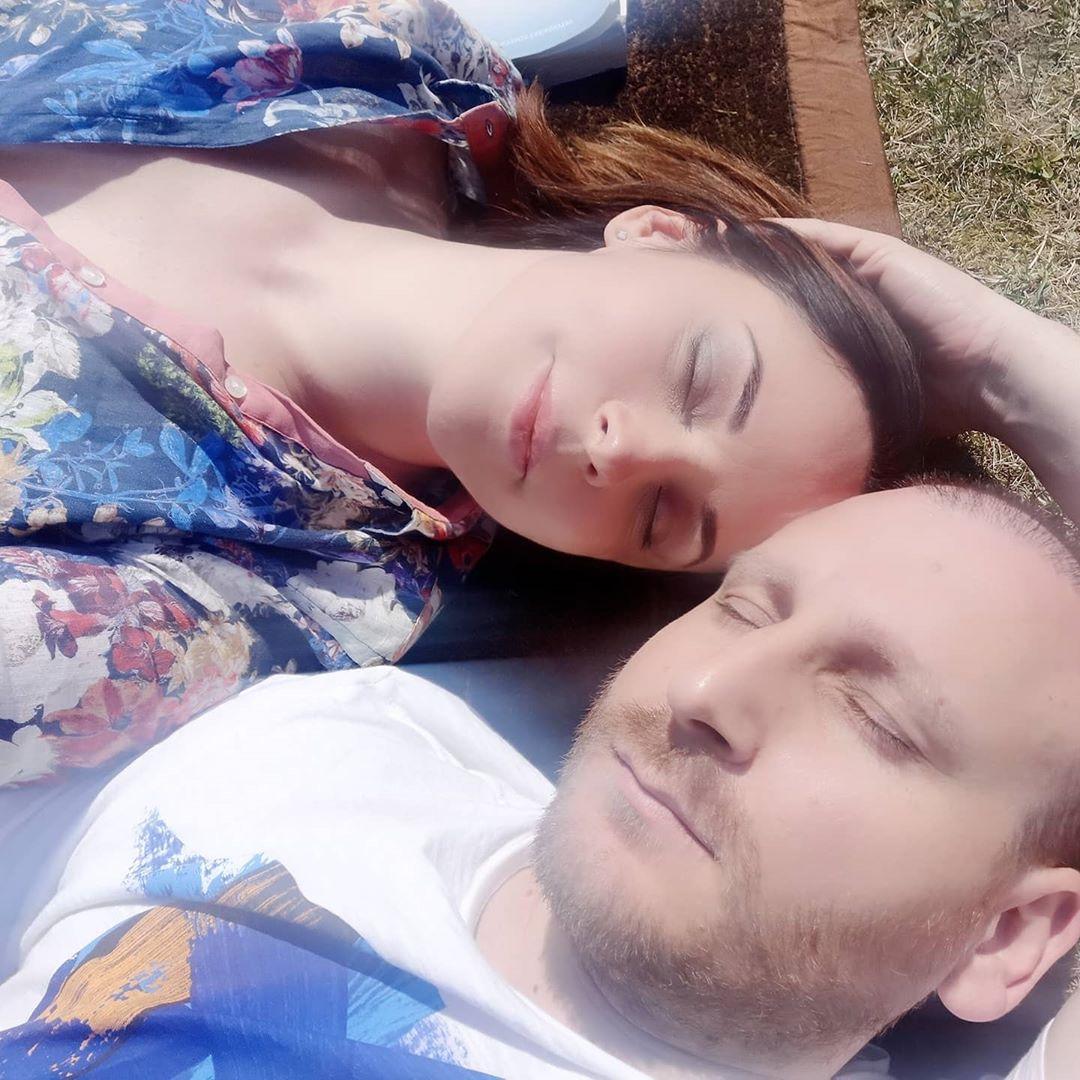 Andreea Marin se relaxează alături de iubitul cu zece ani mai tânăr. Sursa foto: Instagram